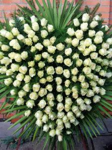 serce z białych róż
