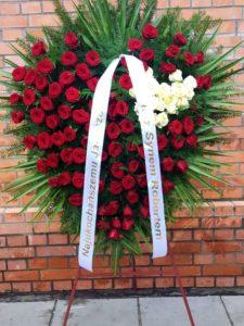 róże wieniec na pogrzeb