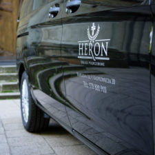 heron karawan czarny